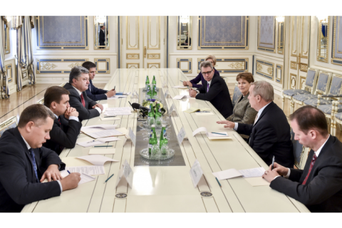 Порошенко: шантаж боевиков по выборам обернется для России новыми санкциями