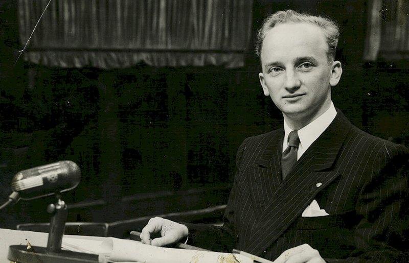 Обвинитель по делу Einsatzgruppen Бен Ференц, 1947 г.