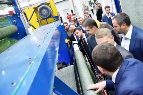 Под Киевом открыли первый в Украине завод по производству покрытия для футбольных полей