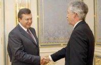 США обещают следить за Януковичем