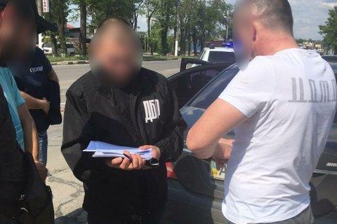 Співробітника прокуратури Мелітополя затримали під час отримання $10 тис. від підприємця