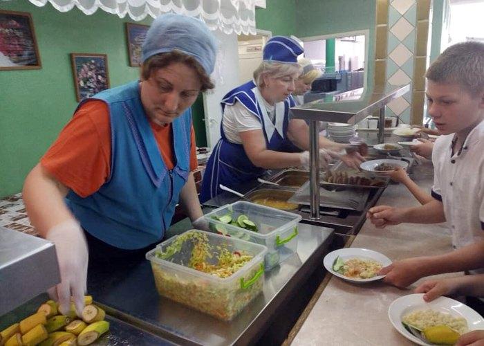 Обід у столовій школи №307 до ремонту
