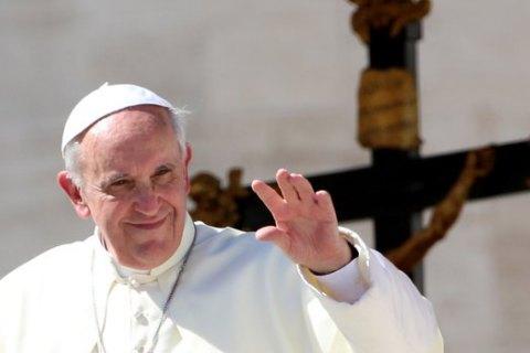 """Папа Франциск отменил """"папскую тайну"""" для священников-насильников"""