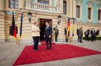 Меркель вже прибула в Україну