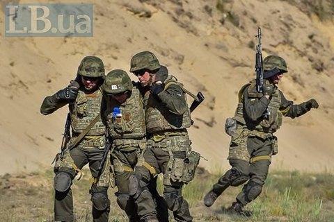 Один військовослужбовець загинув, двох поранено в зоні ООС