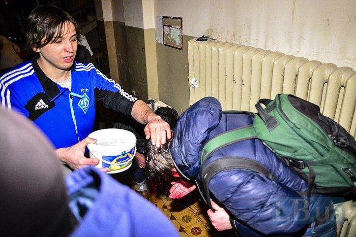 Хлопець, який пустив рятувальників і постраждалих у під'їзд свого будинку на Банковій