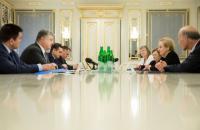 Олбрайт высказалась за предоставление Украине оборонительного оружия