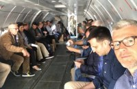 80 украинских дипломатов полетели на Донбасс
