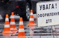 В Харькове фура сбила коммунальщиков, чинивших контактную сеть
