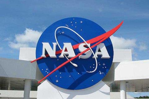 NASA решило отправлять туристов на орбиту