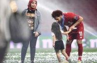 Накануне матча за Суперкубок УЕФА Салах поиграл с ребенком, у которого нет ног