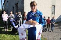 Американская астронавтка приехала на историческую родину отца в село Якимов возле Львова