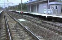 Поезд под Киевом сбил 18-летнюю девушку в наушниках