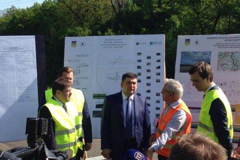 """Гройсман рассказал, когда украинские дороги выведут из """"состояния комы"""""""