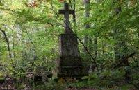 В Польше напали на активистов, которые восстанавливали старое украинское кладбище