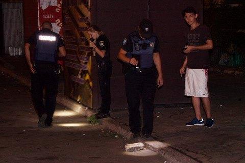 У Дніпрі вночі невідомий відкрив стрілянину і поранив трьох людей