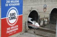 Около 2 тысяч мигрантов пытались прорваться в туннель под Ла-Маншем