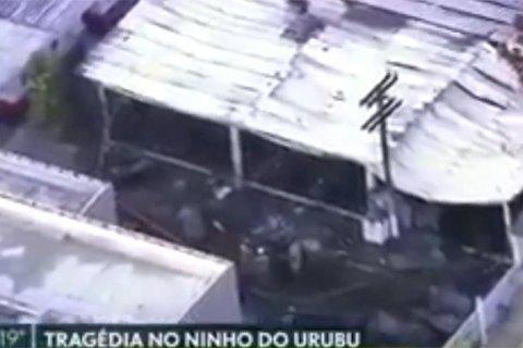 На базе одного из самых популярных бразильских футбольных клубов произошел пожар – 10 человек погибли