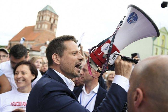 Мер Варшави та кандидат у президенти Рафал Тшасковський під час зустрічі з прихильниками в Хойніце, 30 червня 2020