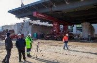 На будівництві Шулявського моста в Києві встановили останню секцію