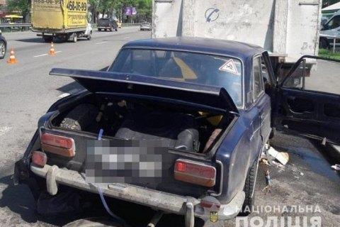 Двоє військових загинули в ДТП з припаркованою вантажівкою в Києві