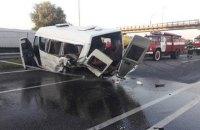 У Глевасі іномарка врізалася в маршрутку: двоє загиблих і понад 10 постраждалих
