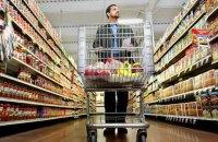 В черновицком супермаркете человек купил продукты, переклеив на них штрих-коды дешевых товаров