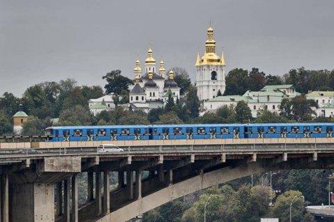 У Києві перекривали міст Метро через підозрілу знахідку