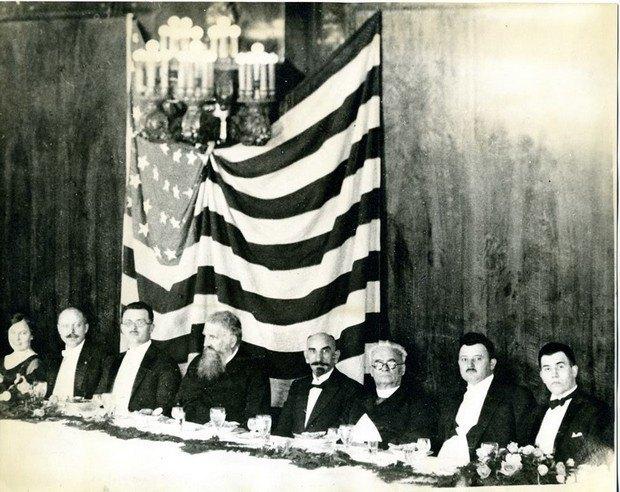 Бенкет у Чикаго за участі Митрополита Шептицького і Кощиця. Фото з архіву УНМ в Чикаго