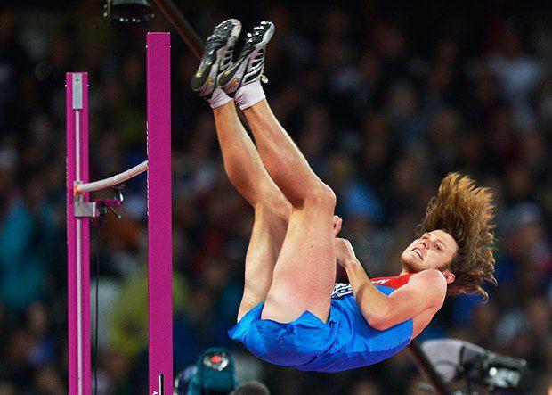 Російський стрибун у висоту Іван Ухов. Наразі без квітів і медалі, але шевелюра завжди при ньому