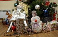 Киевские школьники передали активистам Евромайдана более 100 новогодних игрушек ручной работы