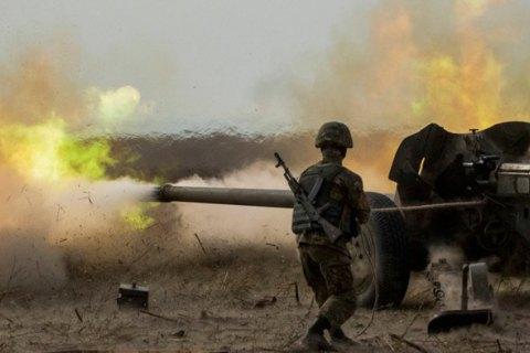 Військовий загинув, п'ятеро були поранені за добу на Донбасі