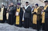 Священики переконали силовиків піти з вулиці Михайлівської