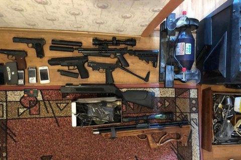 Двоє мешканців Одещини налагодили схему збуту вогнепальної зброї поштою