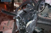 На светофоре в центре Киева не разминулись Porsche Cayenne и Saab