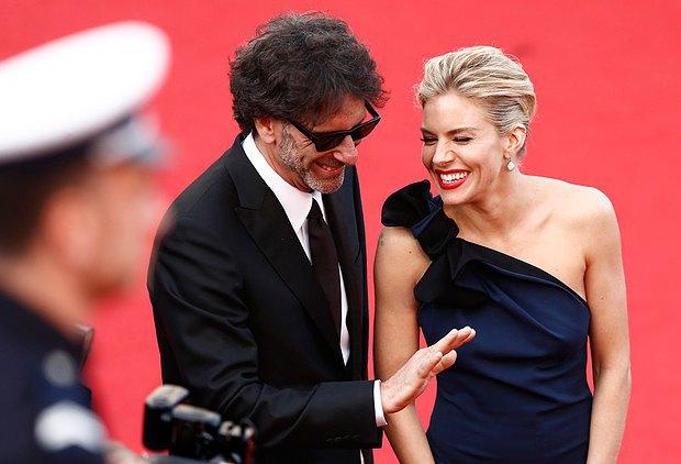 Председатель жюри, режиссер Джоэл Коэн и британская актриса Сиенна Миллер