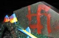 Памятный знак Бандере в Луцке обрисовали свастиками