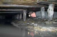 Из-за обвала на шахте в Горловке заблокированы четверо горняков