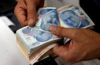 """В Стамбуле неизвестный """"Робин Гуд"""" оплатил счета бедняков и подбрасывал им конверты с деньгами"""