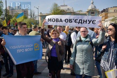 Порошенко пообещал подписать закон о языке, а Зеленский - провести его анализ после инаугурации