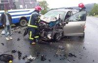 У Львівській області в ДТП з легковиком і рейсовим автобусом загинула людина, ще двоє травмовані