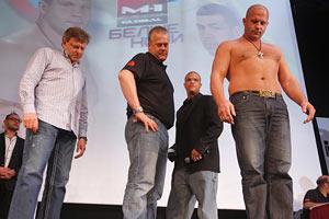Фёдор Емельяненко оказался легче Педро Хиззо на 5 килограммов