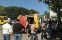 В Одессе опрокинулся трамвай: погиб человек (ФОТО+ВИДЕО)