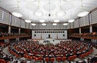 Парламент Туреччини відмовився судити екс-міністрів, причетних до корупції
