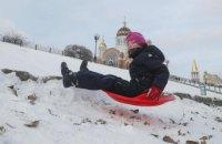 Киев решил из-за снега закрыть садики и школы