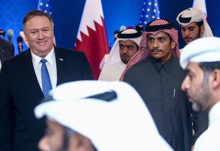 Госсекретарь США Майк Помпео (слева) и министр иностранных дел Катара Мухаммед бин Абдулрахман бин Джассим Аль Тани после совместной пресс-конференции по стратегическому диалогу Катар-США, Доха,13 января 2019.