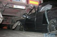 У Києві біля КПП Hyundai влетів у зустрічну вантажівку