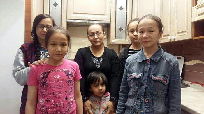 Жена и пятеро дочерей Нарзулло Охунжонова
