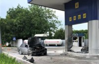 У Яготині водій під наркотиками на смерть збив пенсіонерку і врізався в АЗС
