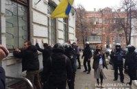 Під райвідділом у Києві відбулися сутички: 40 затриманих, троє поліцейських - у лікарні (оновлено)